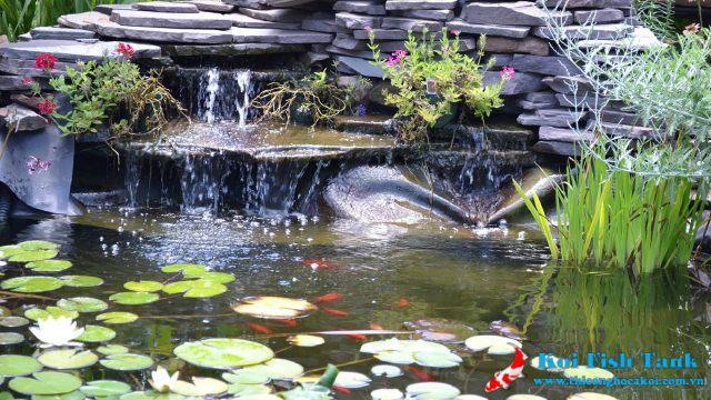 Thác nước từ đá trang trí cho hồ cá koi