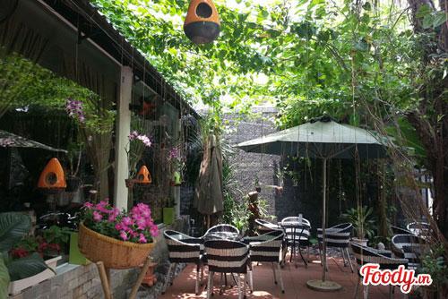 Cảnh quan sân vườn tiệm cà phê