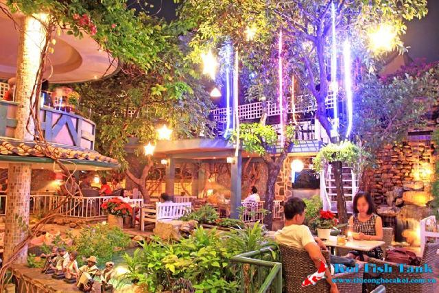 Tại sao quán cà phê sân vườn lại thu hút được nhiều người?