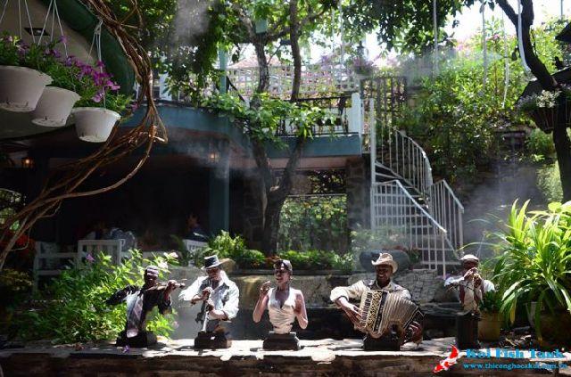 Khung cảnh quán cà phê sân vườn