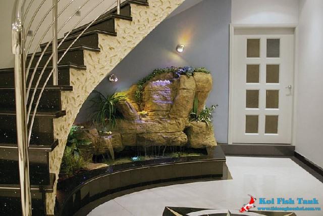 Tiểu cảnh non bộ thác nước dưới chân cầu thang